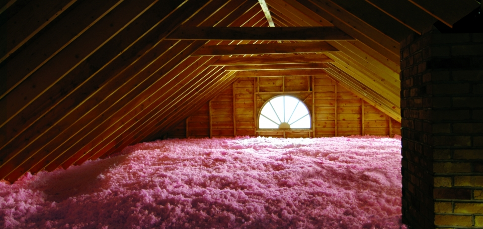 loose fill attic insulation in home